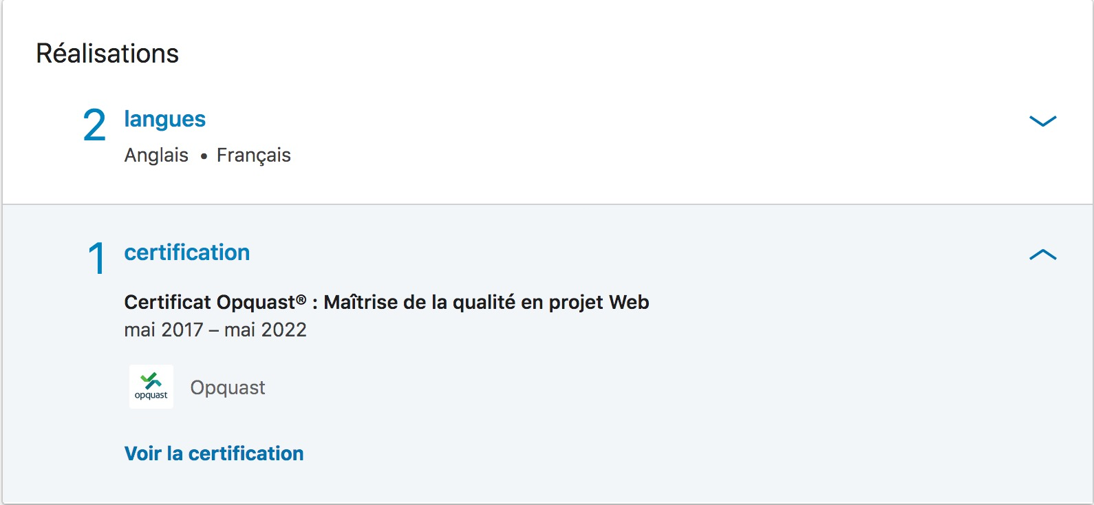 Capture d'un profil linkedin, 2 lancgues FR-EN et certfication Opquast